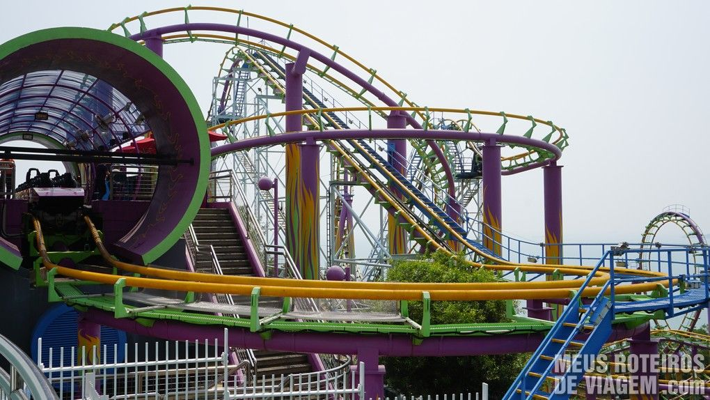 "Montanha-russa ""The Dragon"" - Ocean Park, Hong Kong"