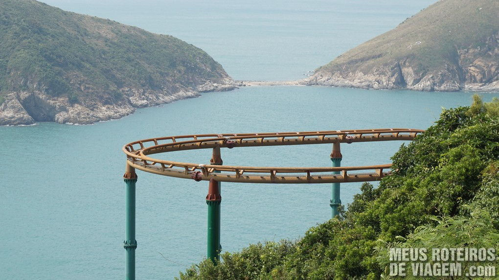 "Montanha-russa ""Mine Train"" - Ocean Park, Hong Kong"