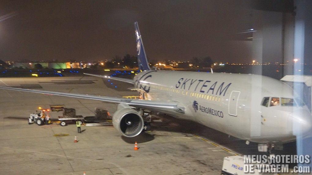 Boeing 767-200 da Aeromexico no Aeroporto do Galeão, Rio de Janeiro
