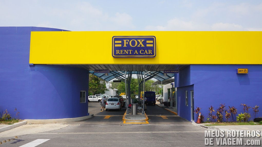 Escritório da Fox Rent a Car / Mex Rent a Car junto ao aeroporto de Cancun