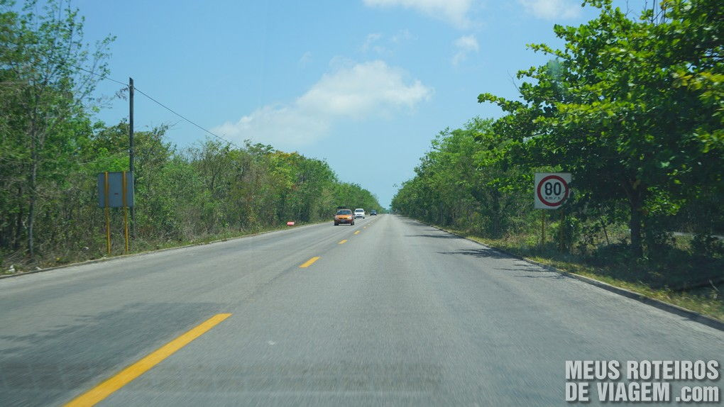 Estrada na ilha de Cozumel - México
