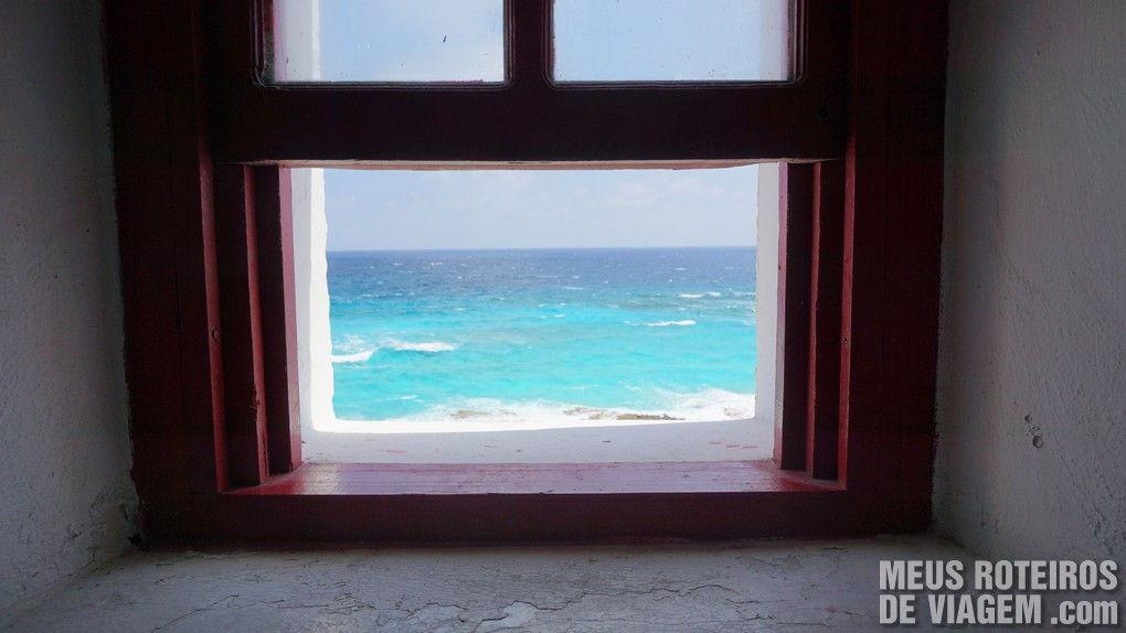 Vista da janela na subida do farol - Cozumel, México