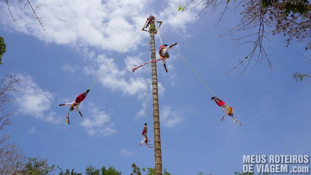 """Show """"Voladores de Planta"""" no parque Xcaret - México"""