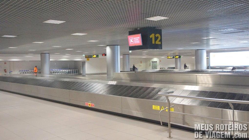 Esteiras de bagagem no Aeroporto de Lisboa