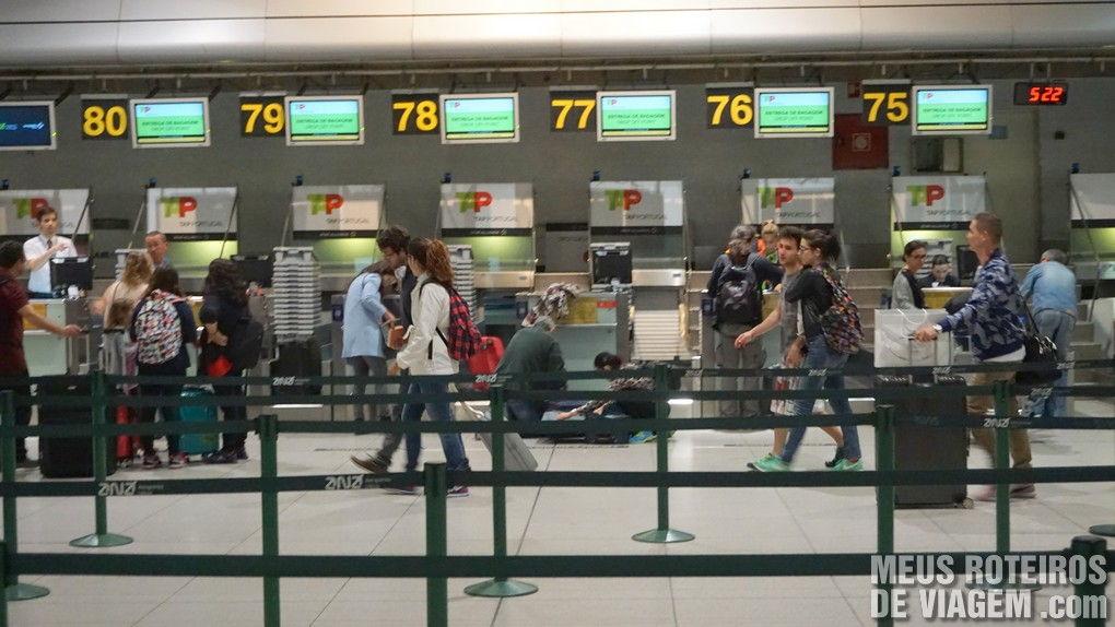 Balcões de check-in da TAP no Aeroporto de Lisboa