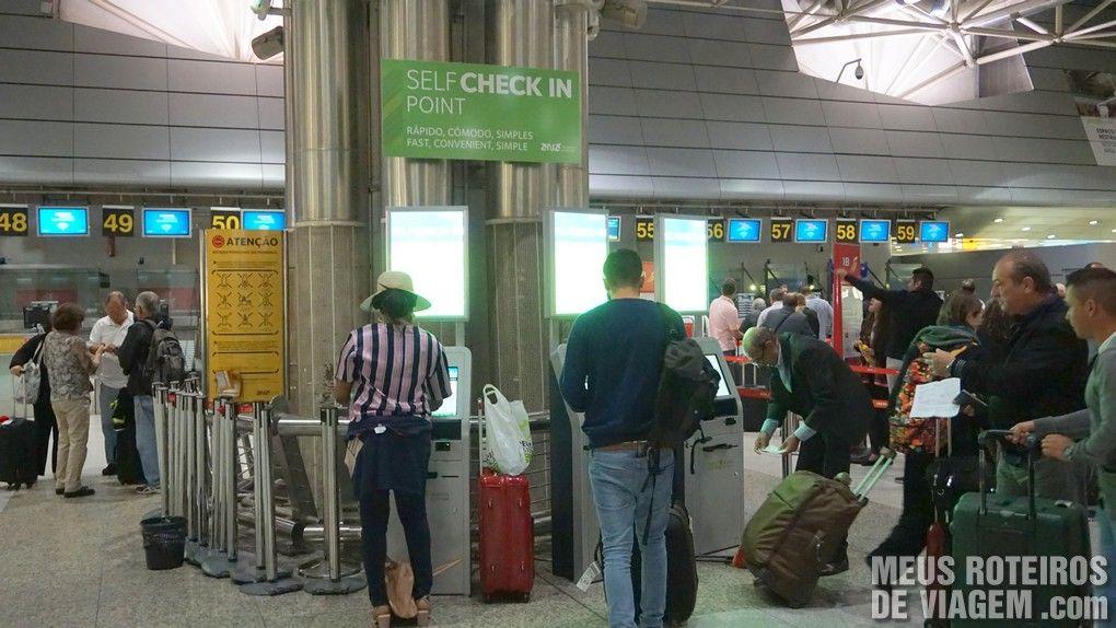 Máquinas de check-in automático no Aeroporto de Lisboa