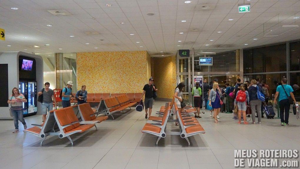 Sala de embarque no Aeroporto de Lisboa - Portugal