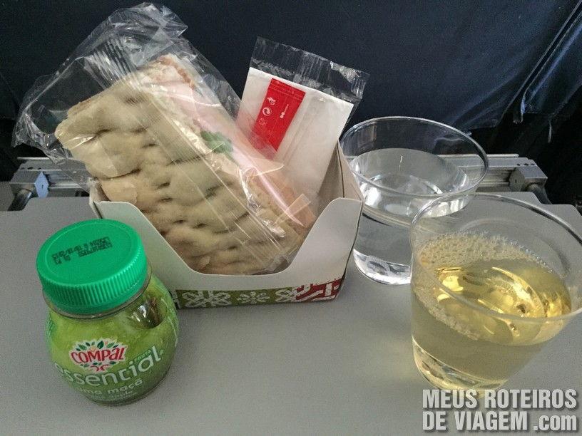 Lanche no voo entre Paris e Lisboa - TAP Portugal