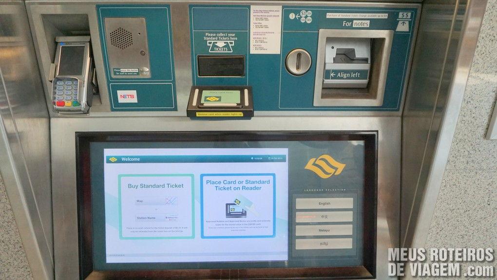 Máquina para comprar e recarregar bilhetes do metrô de Cingapura