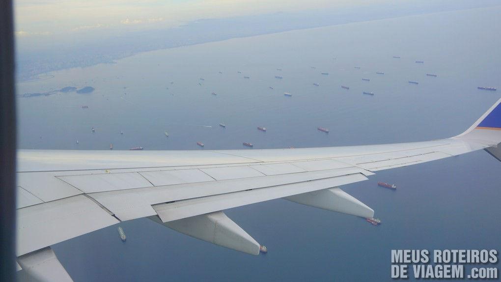 Navios aguardando para entrar no Canal do Panamá