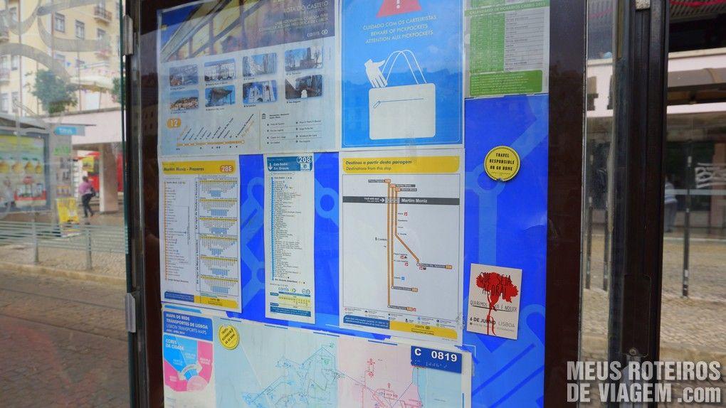 Ponto de parada do bonde com mapa da linha - Lisboa