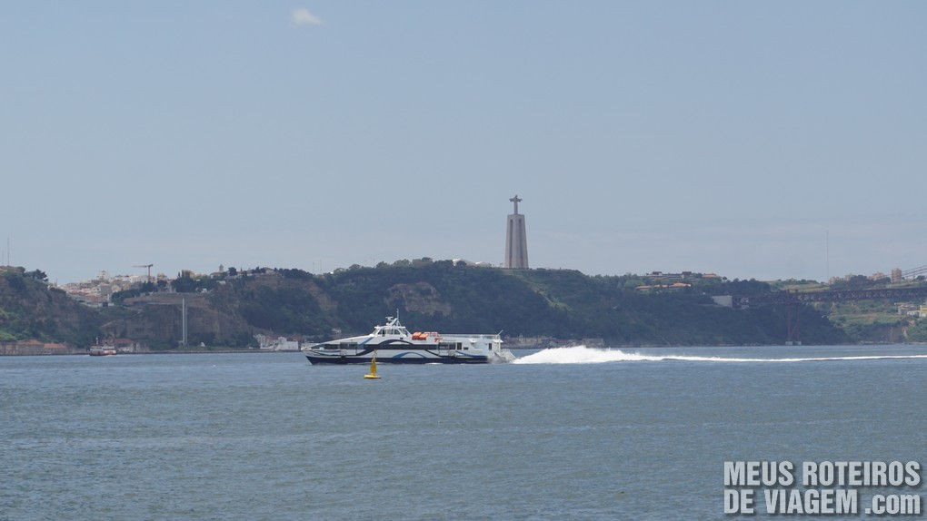 Barco no Rio Tejo - Lisboa, Portugal