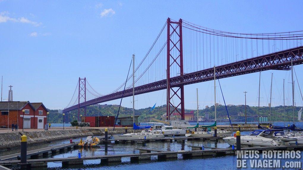 Ponte 25 de Abril vista das Docas de Lisboa