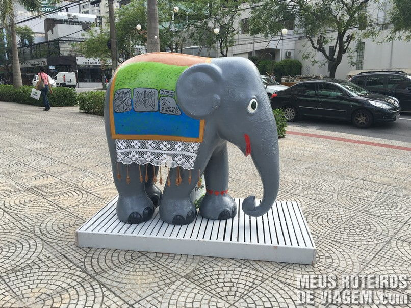 """Elefante """"Mosha Leva Micunfas"""", por Rô Rita e Elias Andrade"""