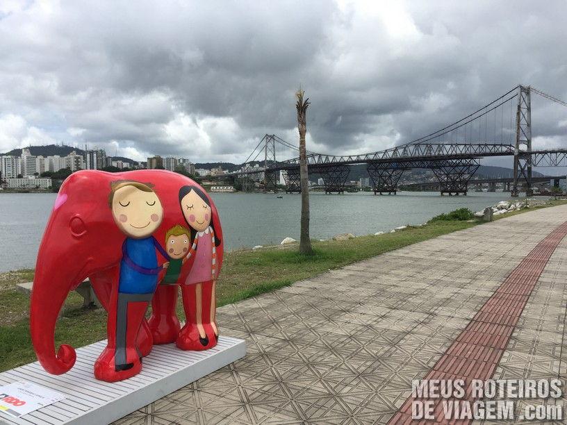 Escultura da Elephant Parade na Av. Beiramar Continental, em Florianópolis