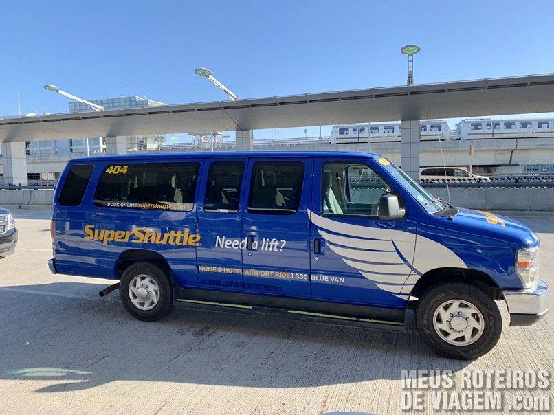Van da empresa Super Shuttle no Aeroporto JFK - Nova York