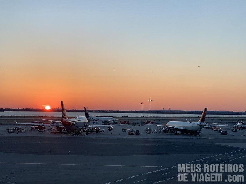 Por do sol no Aeroporto JFK, Nova York