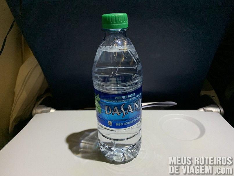 Garrafa de água na Delta Airlines